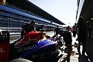 Már megint túl gyors a Mercedes: Vettel várja, mit lehet tenni a pitből