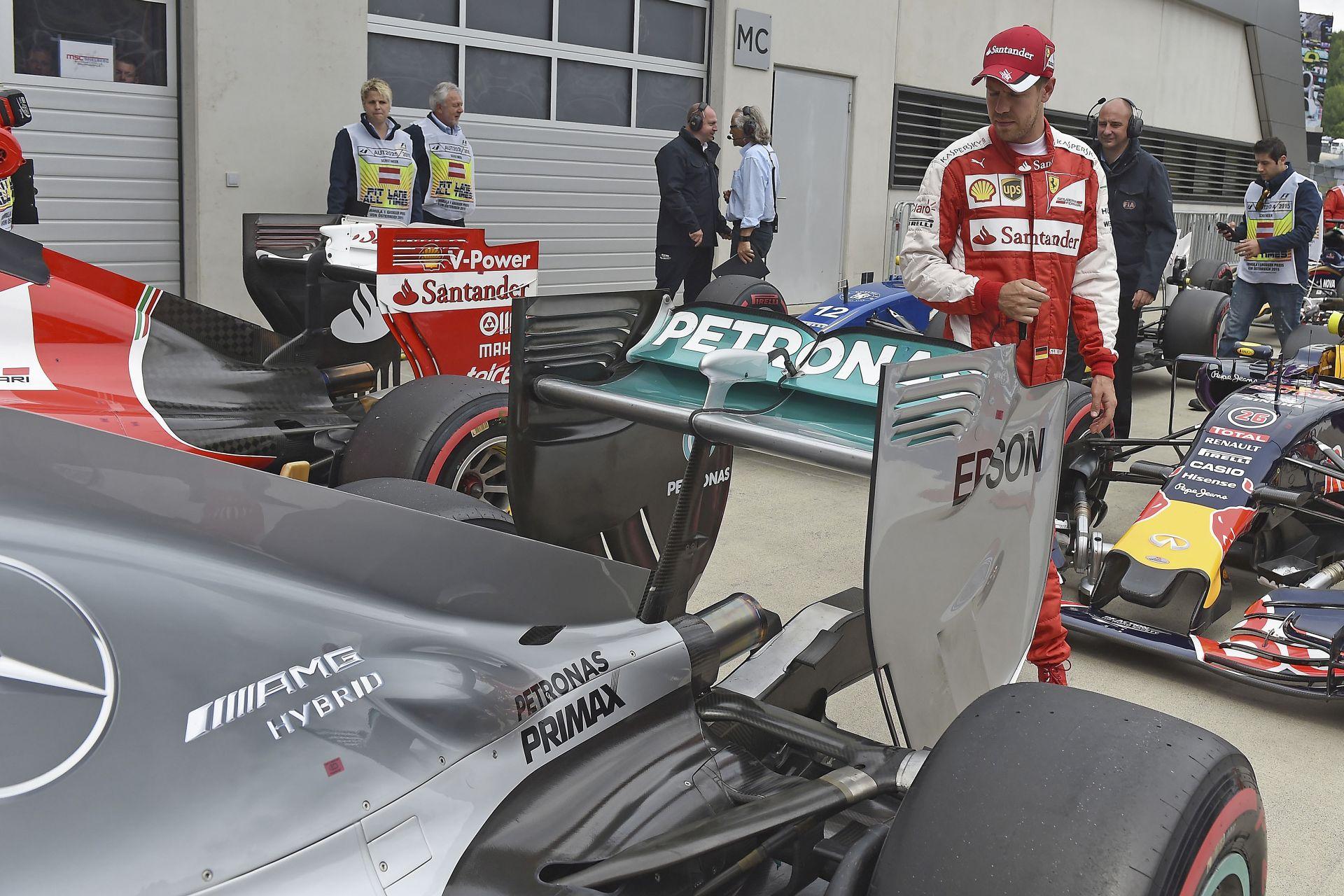 A büntetések után az Osztrák Nagydíj hivatalos rajtrácsa: Button-Alonso utolsó sor