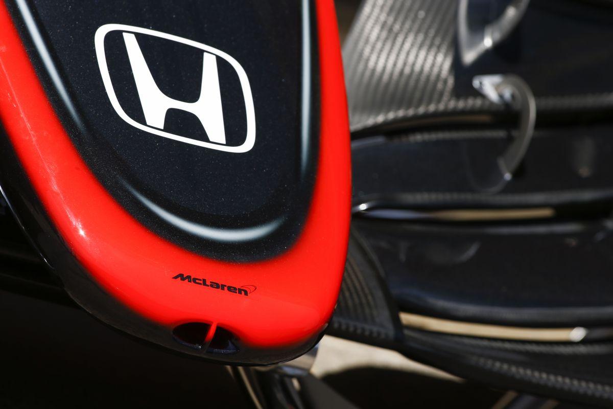 Carporn Montmelóban: centikre a McLaren MP4-30-tól