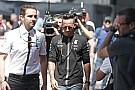 Amíg jönnek az eredmények, a Mercedes biztosítja a szabadságot Hamilton számára
