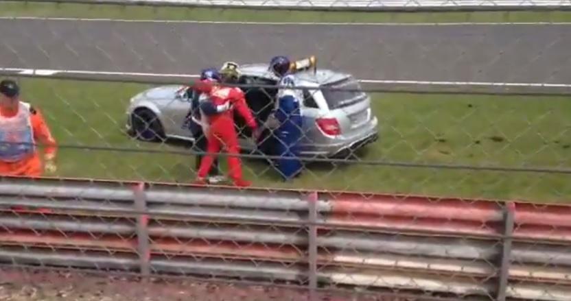 Amatőr felvétel: Becsúszik Raikkönen rommá tört Ferrarija