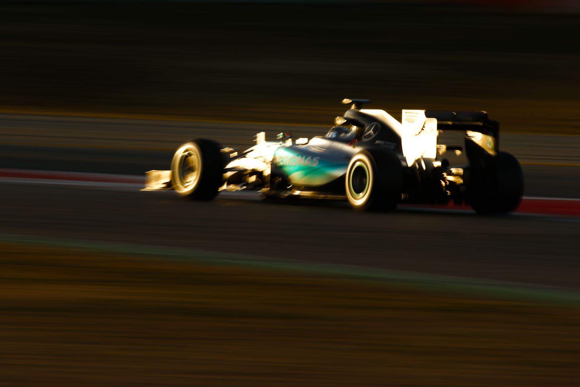 Űridőkkel verheti rommá a mezőnyt a Mercedes