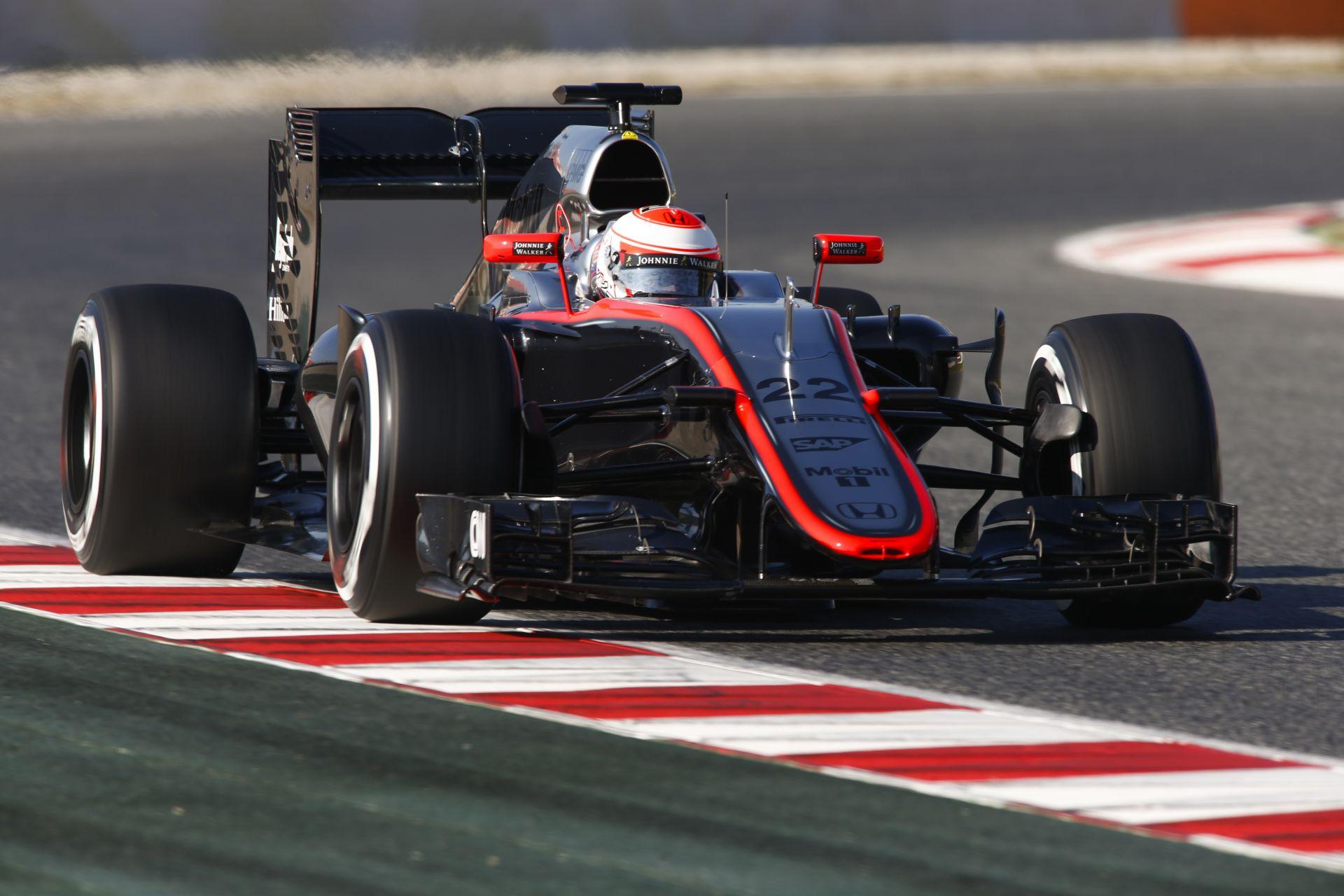Button: Kár, hogy Alonso nincs itt, de Magnussen jó munkát fog végezni a helyén