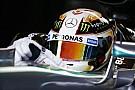 Testközelből Hamilton és Rosberg végleges sisakfestése