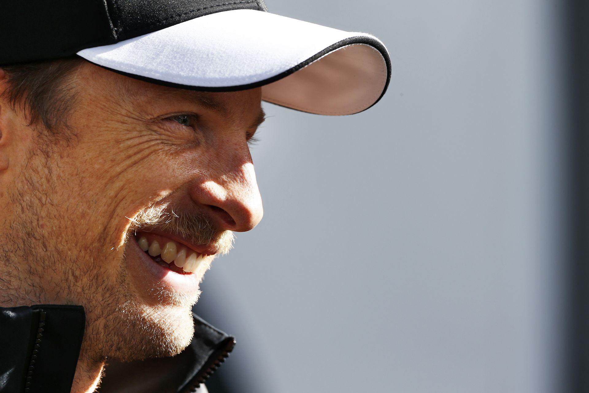 Button nem tart attól, hogy áramütés érné a McLaren volánja mögött