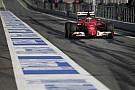 Ferrari: Kimi, te mit csinálsz az autónk alatt?