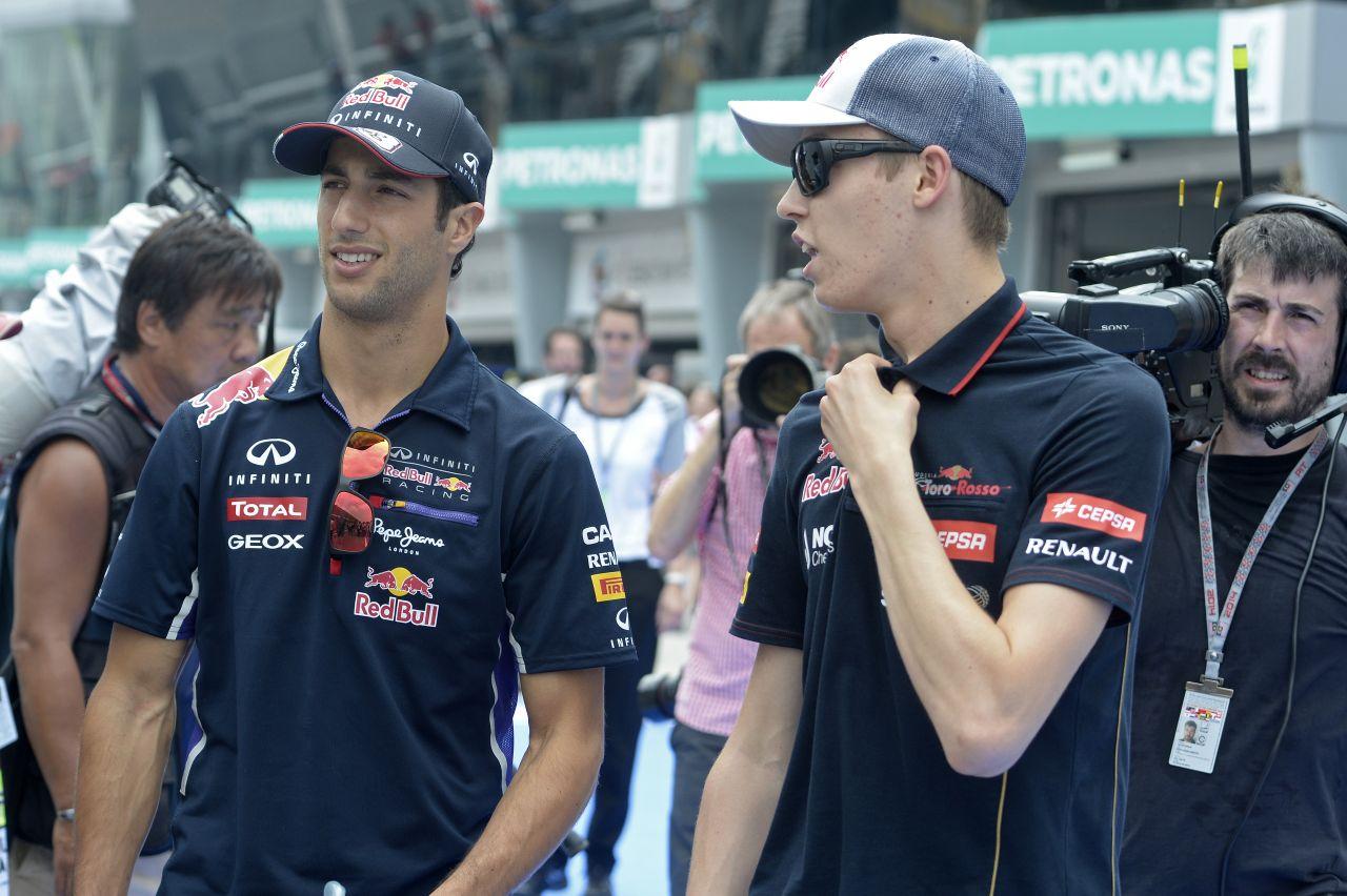 A Red Bull még nem ítéli meg a Vettel-Ricciardo párharcot, Kvyat felkeni a falra JEV-et