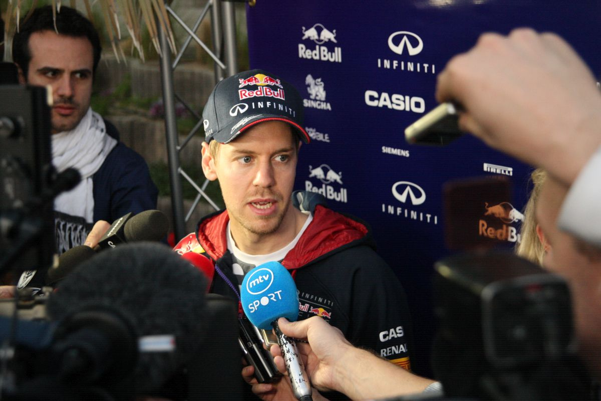 Így pördült meg Vettel Bahreinben: Majdnem odacsapta, de szépen megfogta