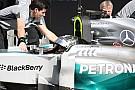 Dolgoznak a Mercedes-motorok: Magnussen és Rosberg Bahreinben (videó)