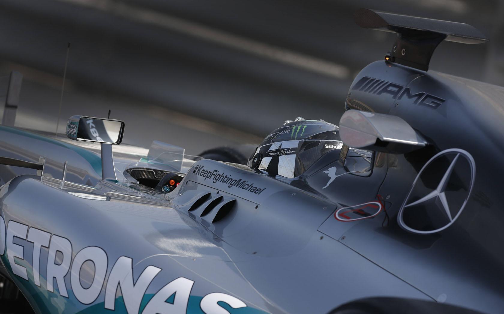 A Mercedes is izgul a vizsga előtt: vajon jó kérdést kapnak Ausztráliában?