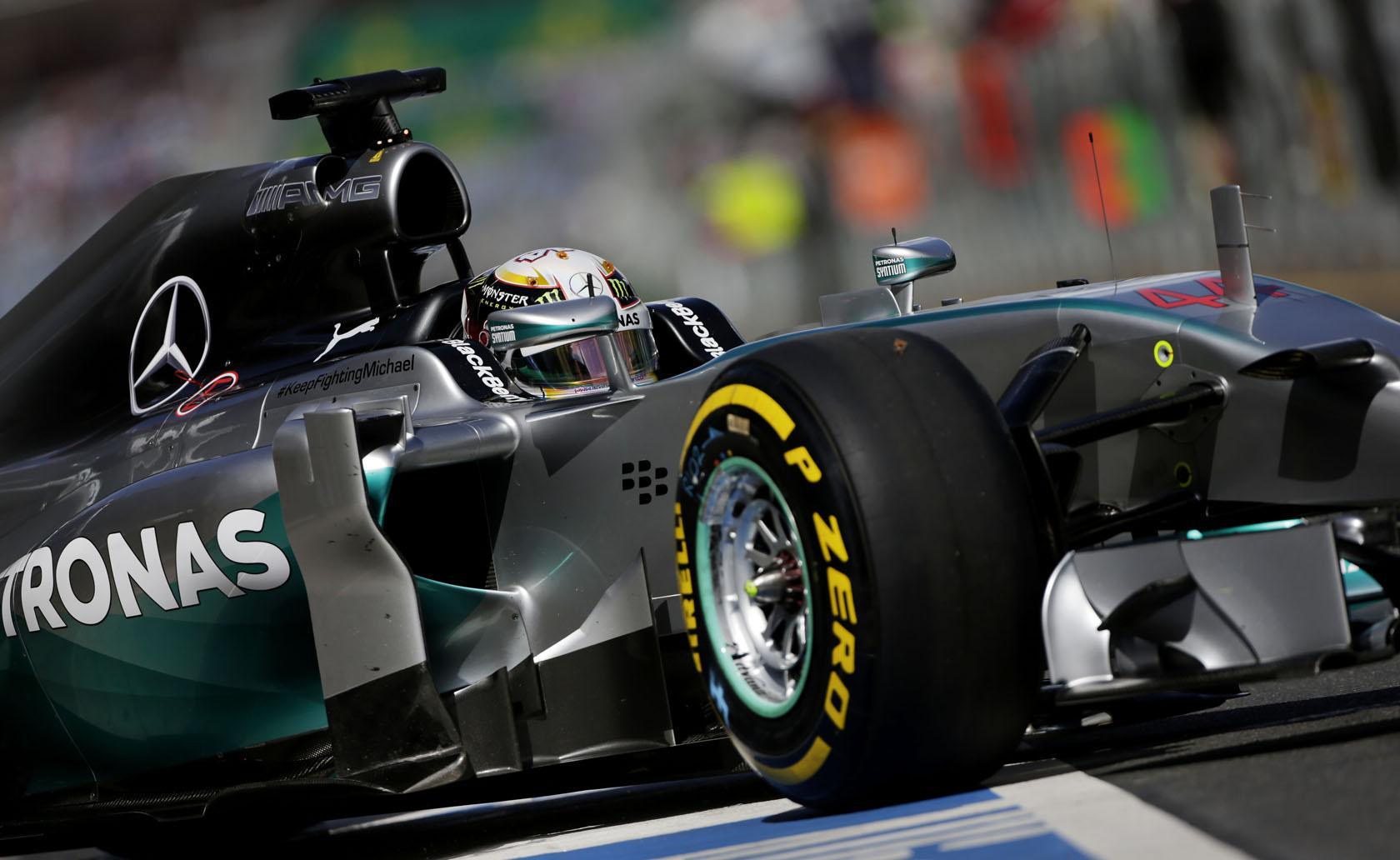 Hamilton végre futamot nyerne Malajziában