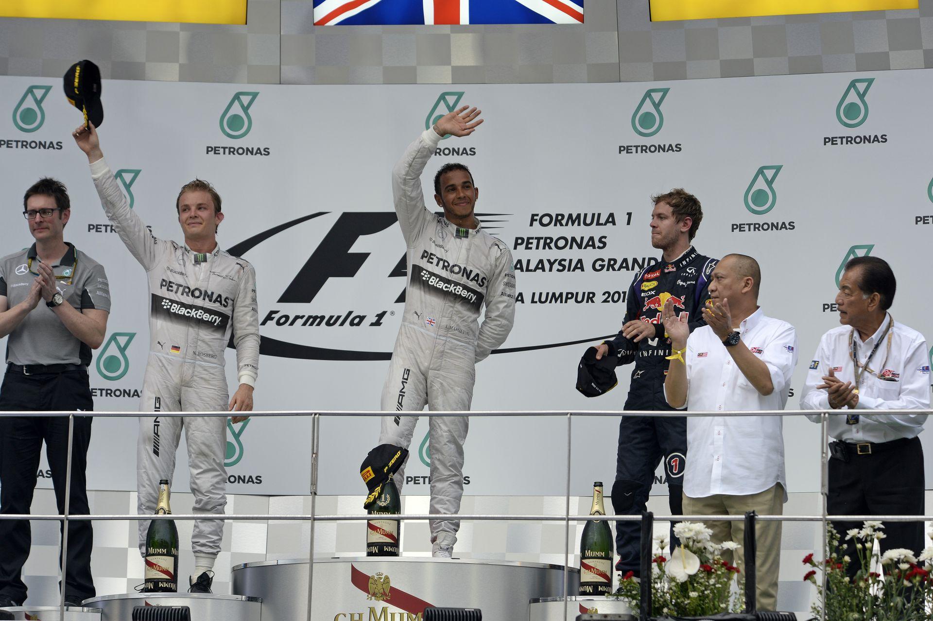 Hamilton könnyedén nyerte meg az unalmas Maláj Nagydíjat Rosberg és Vettel előtt! Ricciardo 10 helyes rajtbüntetést kaphat Bahre