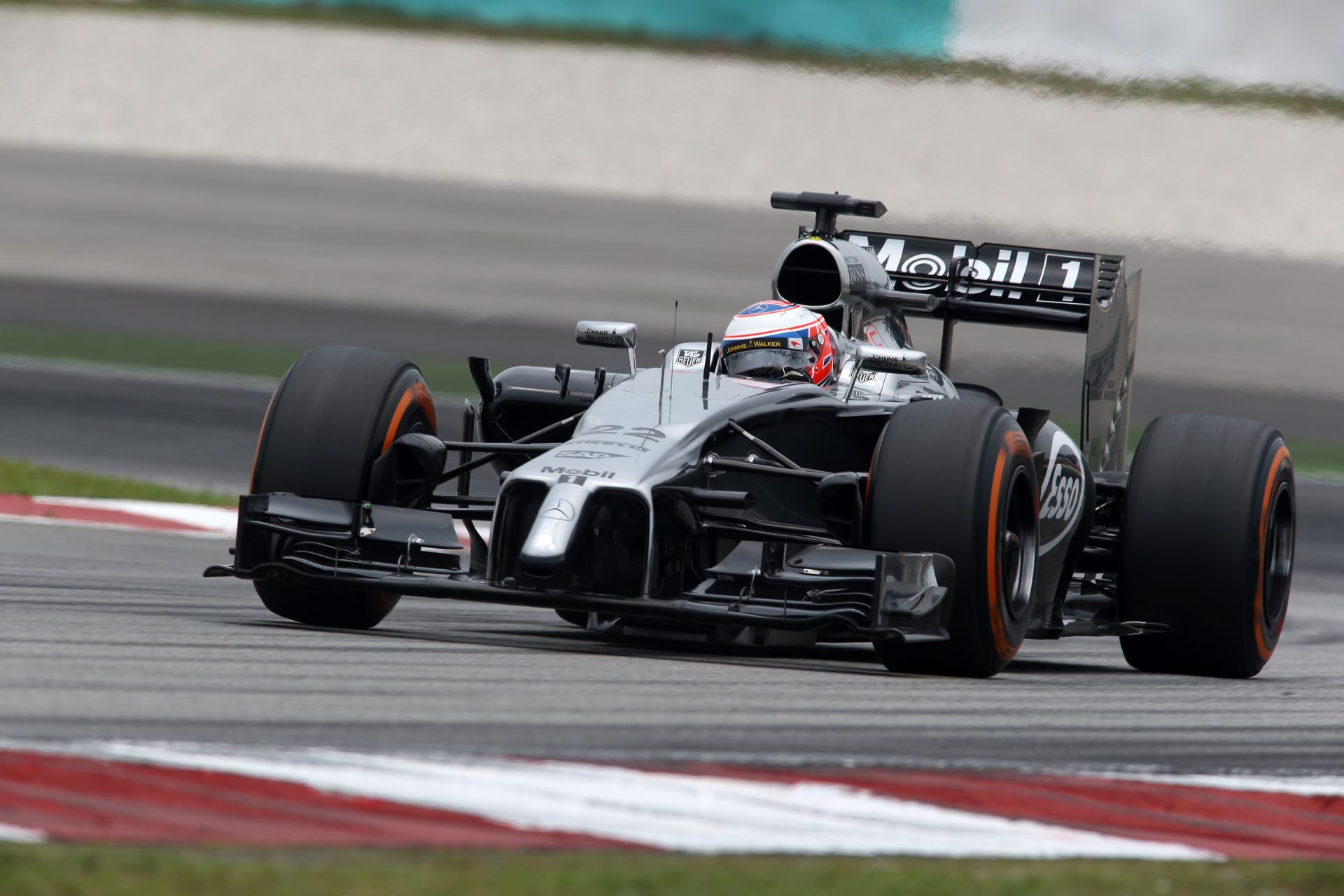 Button hozta a kötelezőt, de egy jobb McLarent szeretne