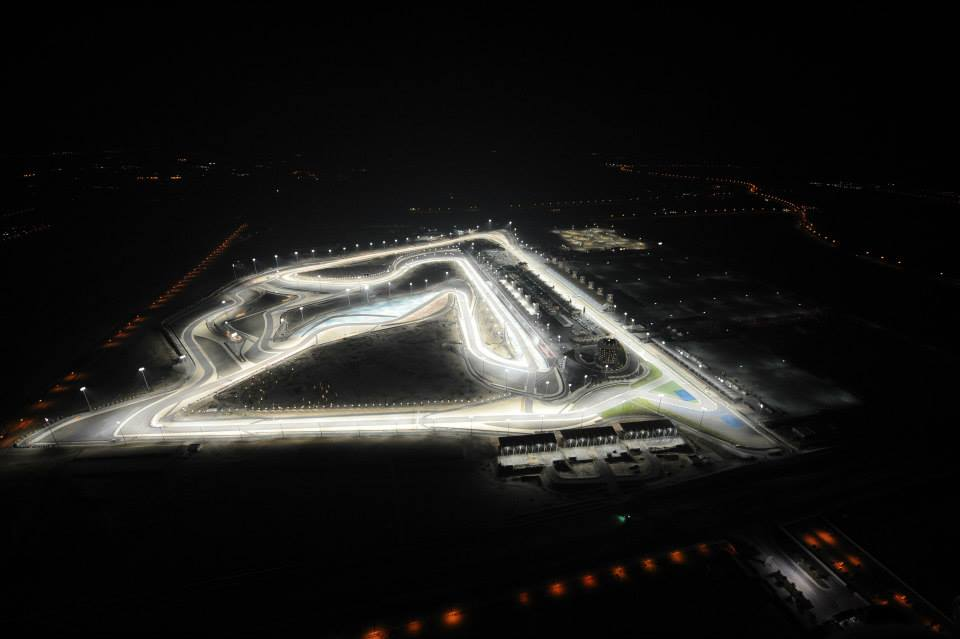 """Légifotókon a kivilágított bahreini pálya: jól áll neki a """"smink"""""""