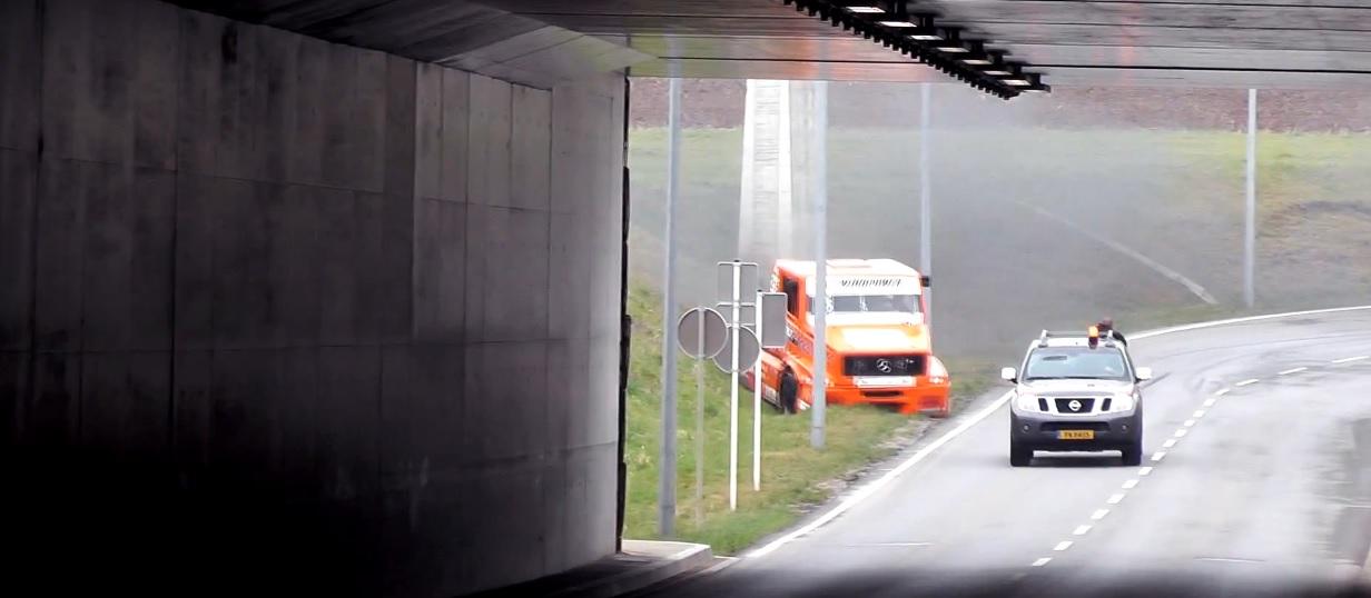 Ilyen, amikor egy 1000 lóerős kamion majdnem mindent lezúz: Félelmetes
