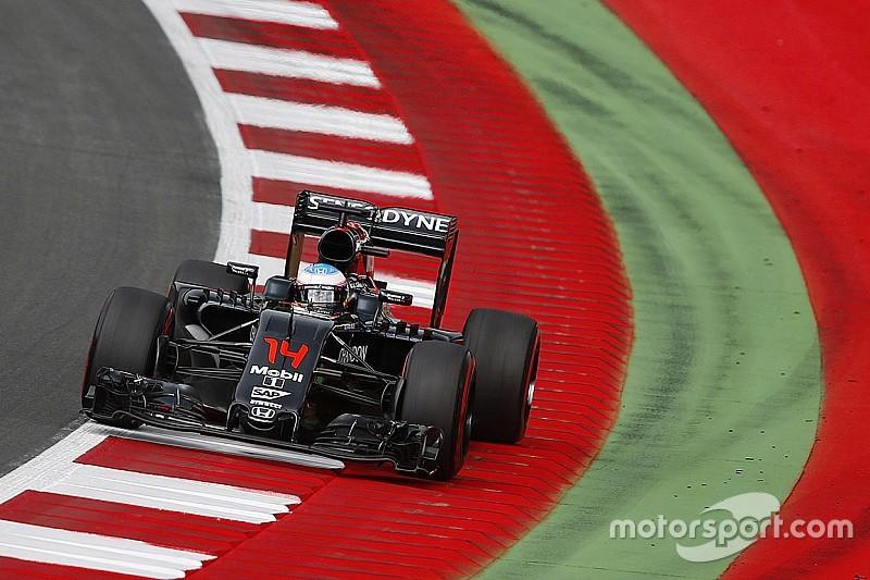 Причиною плутанини з шинами Алонсо в McLaren назвали радіозв'язок