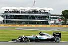 Hamilton lidera y Rosberg no puede girar