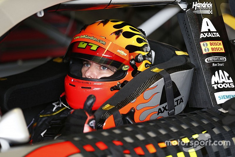 Jeff Gordon podría reemplazar a Earnhardt Jr. en Indianápolis