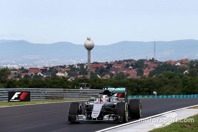 Mercedes domineert eerste training in Hongarije, Verstappen zesde