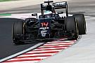 Alonso, forzado a cambiar el motor antes de FP2