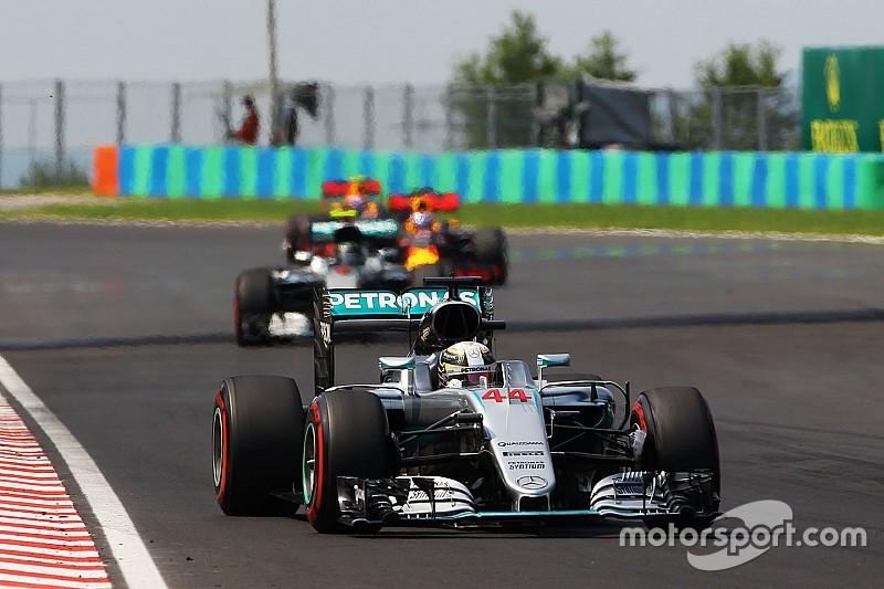 Wolff asegura que Hamilton no frenó a Rosberg para que llegara Ricciardo