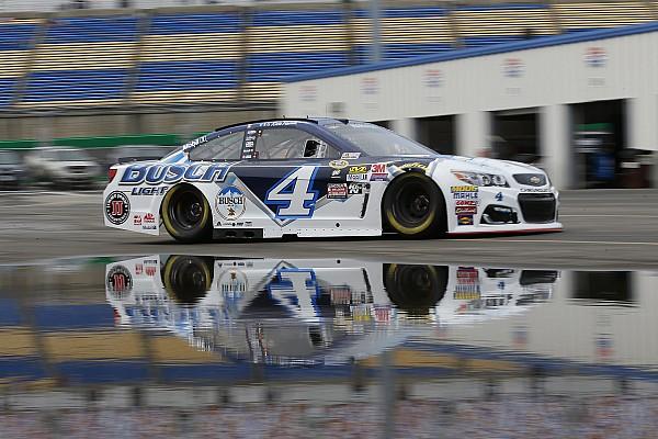 NASCAR Cup Qualifiche cancellate per maltempo, Harvick in pole d'ufficio.