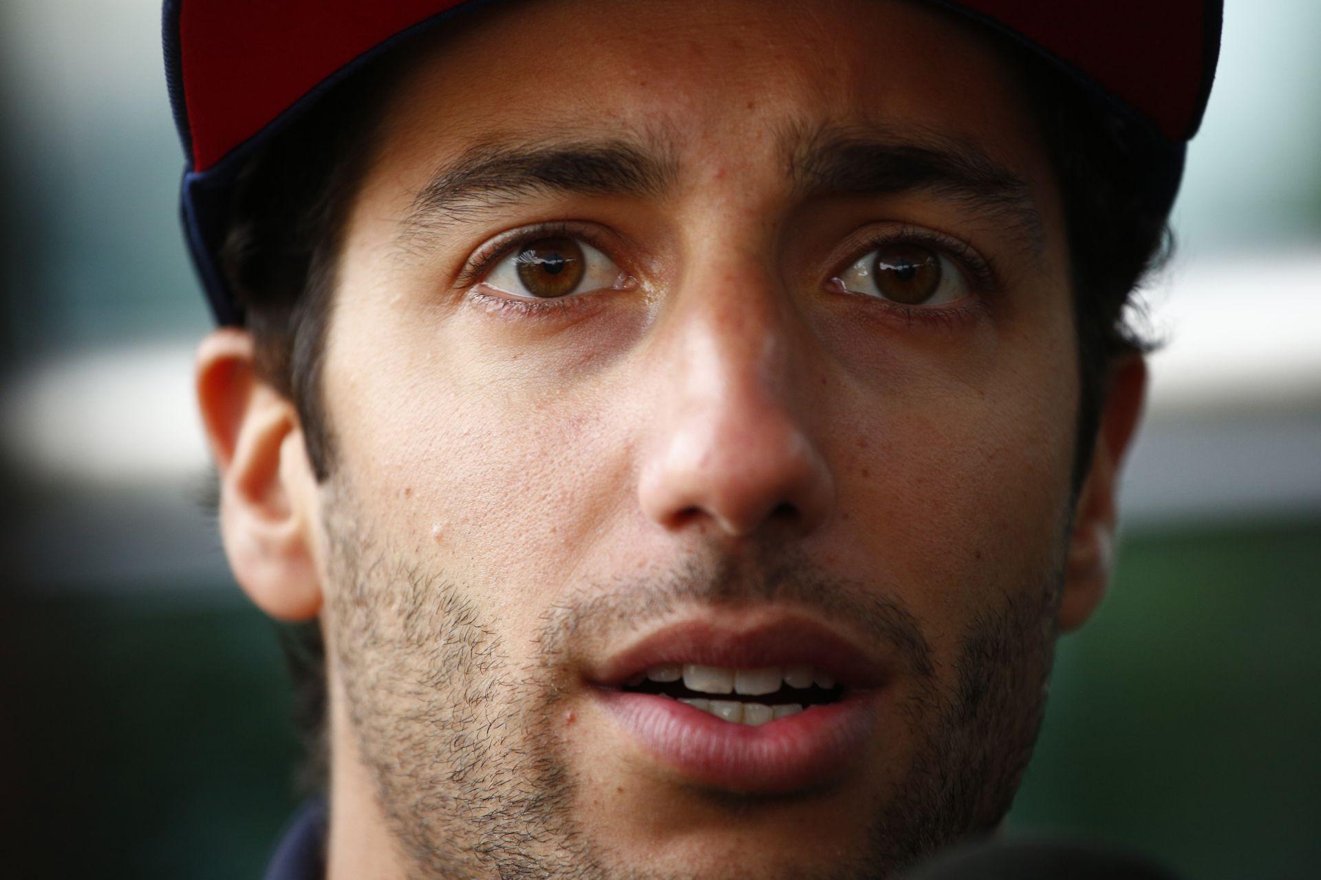 Még a végén Ricciardo lemarad Michelisz versenyéről…
