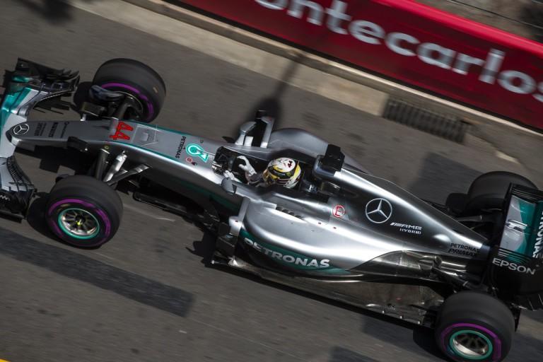 LOL: Hamilton szabályosan menekült Monacóból!