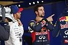 Ricciardo csúnyát mutatott, amikor Hamiltonnal ugratták!