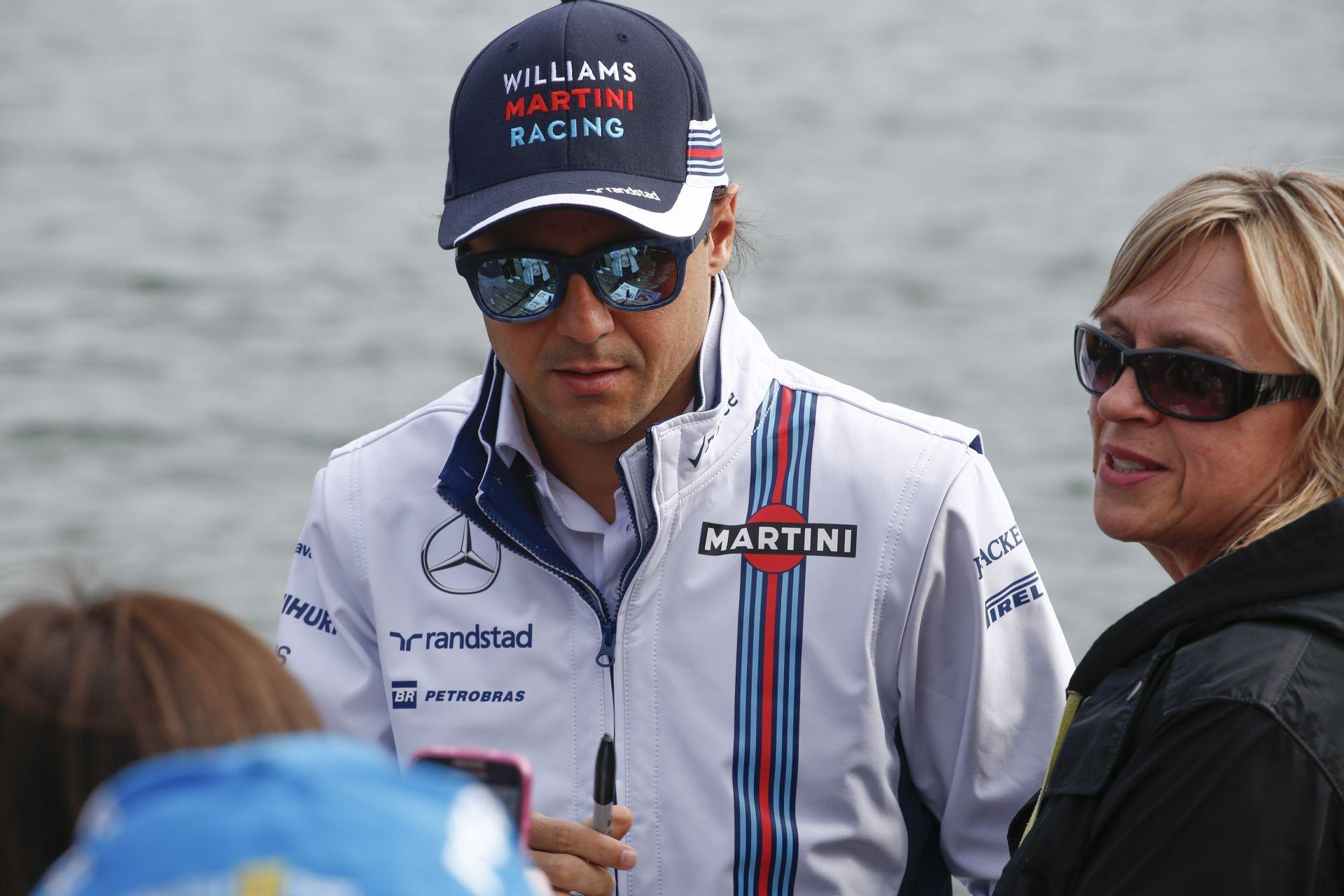 Massa meglepte a feleségét: még mindig dúl a szerelem közöttük
