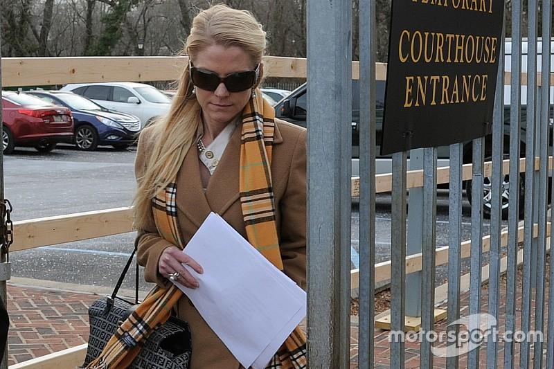 Ex novia de Kurt Busch acusada de fraude