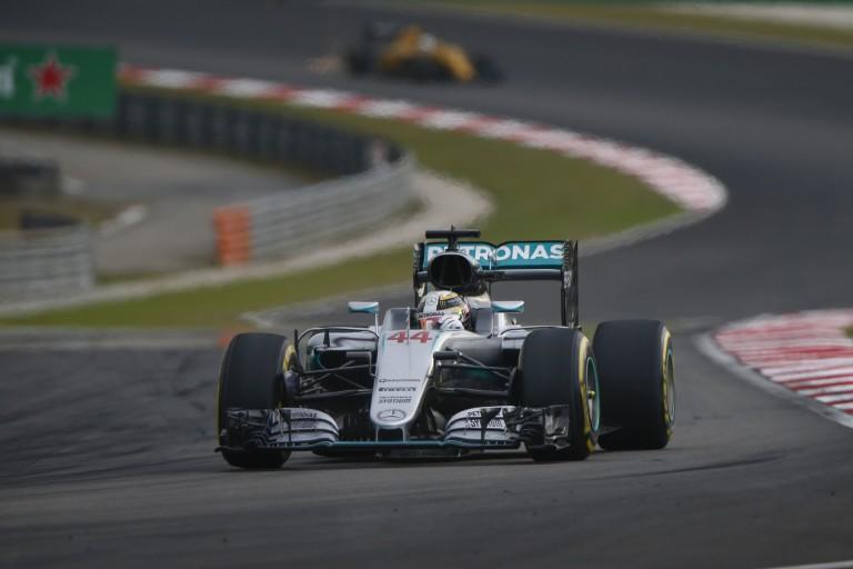 A Mercedes maximálisan megérti Hamiltont - egyelőre nincs kilátásban újabb büntetés!