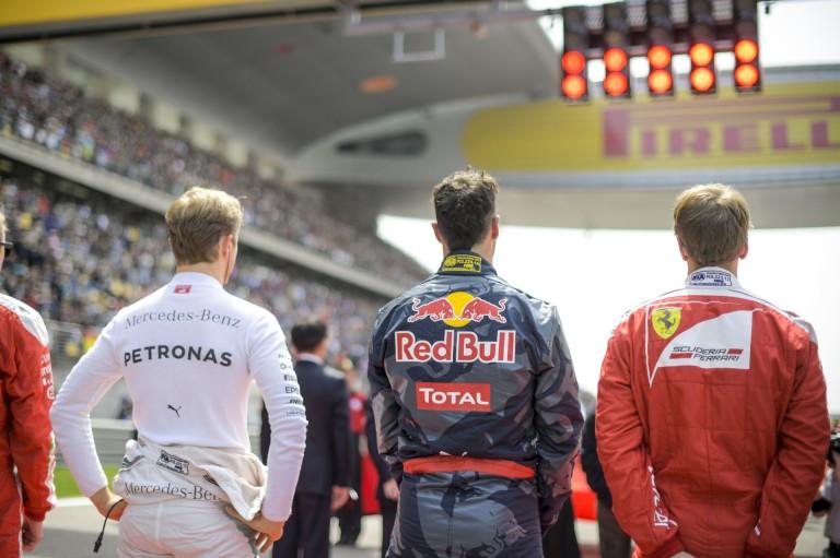 A Red Bull szerint Vettel szerencsétlen és idén már futamot is nyerhetett volna a Ferrarival