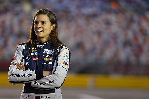 NASCAR Sprint Cup Danica Patrick lamentó quedar fuera del top 10