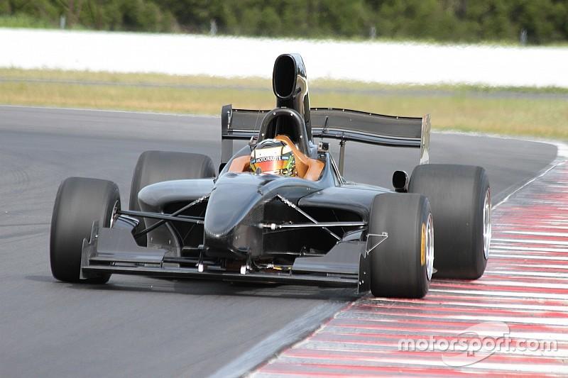 Новий болід Формули 5000 дебютував на треку