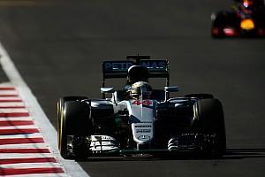 Hamilton no se fía de los Red Bull en la salida