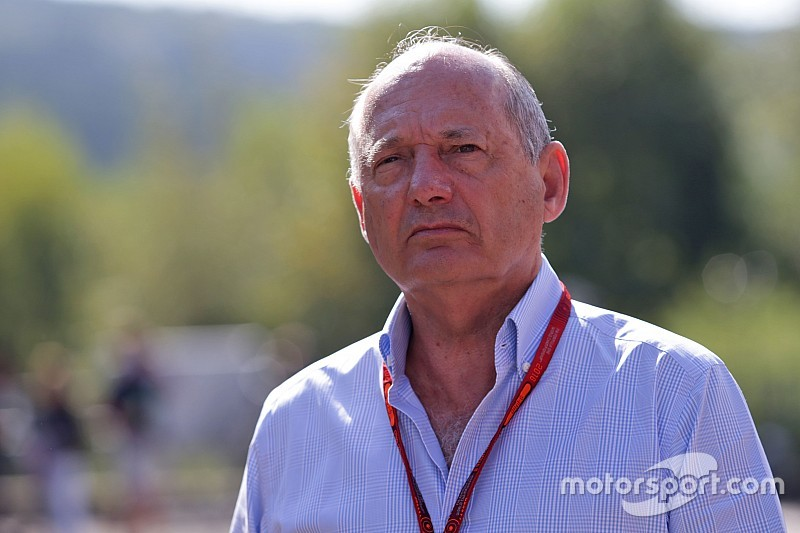 Денніс подав до суду для збереження місця в McLaren
