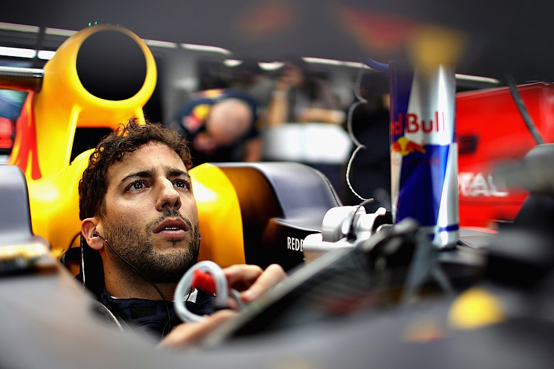 """No atacar a Mercedes sería """"amañar"""" el campeonato, dice Ricciardo"""
