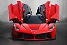 Lorenzo exhibe su Ferrari de dos millones de euros y 963 CV de potencia