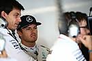 Стратегия Red Bull стала головной болью для Mercedes