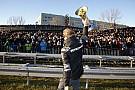 Így énekelt Nico Rosberg a bajnoki ünnepléskor