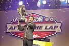 Premios NASCAR: Johnson celebra y Earnhardt listo para regresar