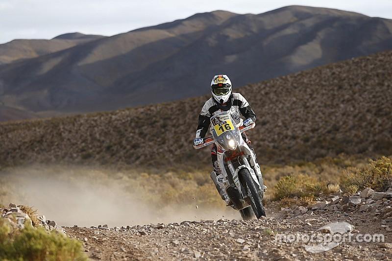 Motorrijder Dakar ontsnapt aan erger na blikseminslag