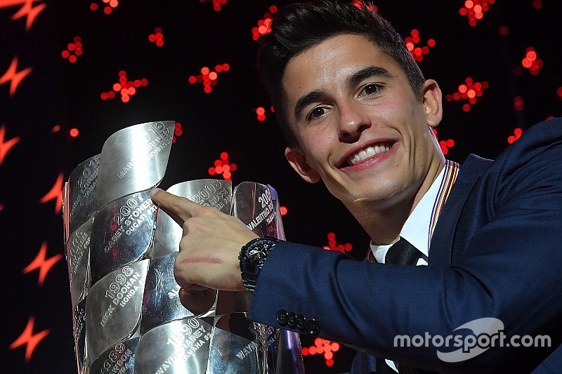 A büszke kis Marquez élete első motorján!