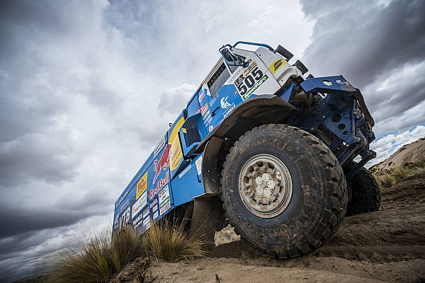 Dakar, Camion, Tappa 10: Nikolaev scappa, De Rooy si arrende?