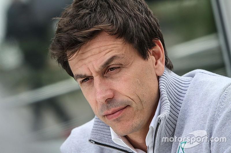 Вольф посоветовал не торопиться с переменами в Формуле 1