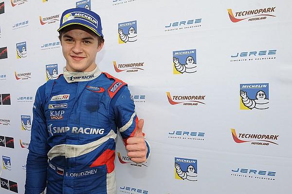 Формула V8 3.5 Важливі новини Оруджев залишається на третій сезон у Формулі 3.5