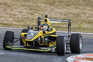 Other open wheel Relato da corrida Leitch supera Armstrong em Taupo; Pedro Piquet é 5º