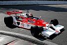 Jenson Button au volant d'une McLaren M23 à Laguna Seca