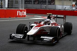 FIA F2 Nieuws Renault-reserve Sirotkin vervangt Albon tijdens F2-ronde Baku